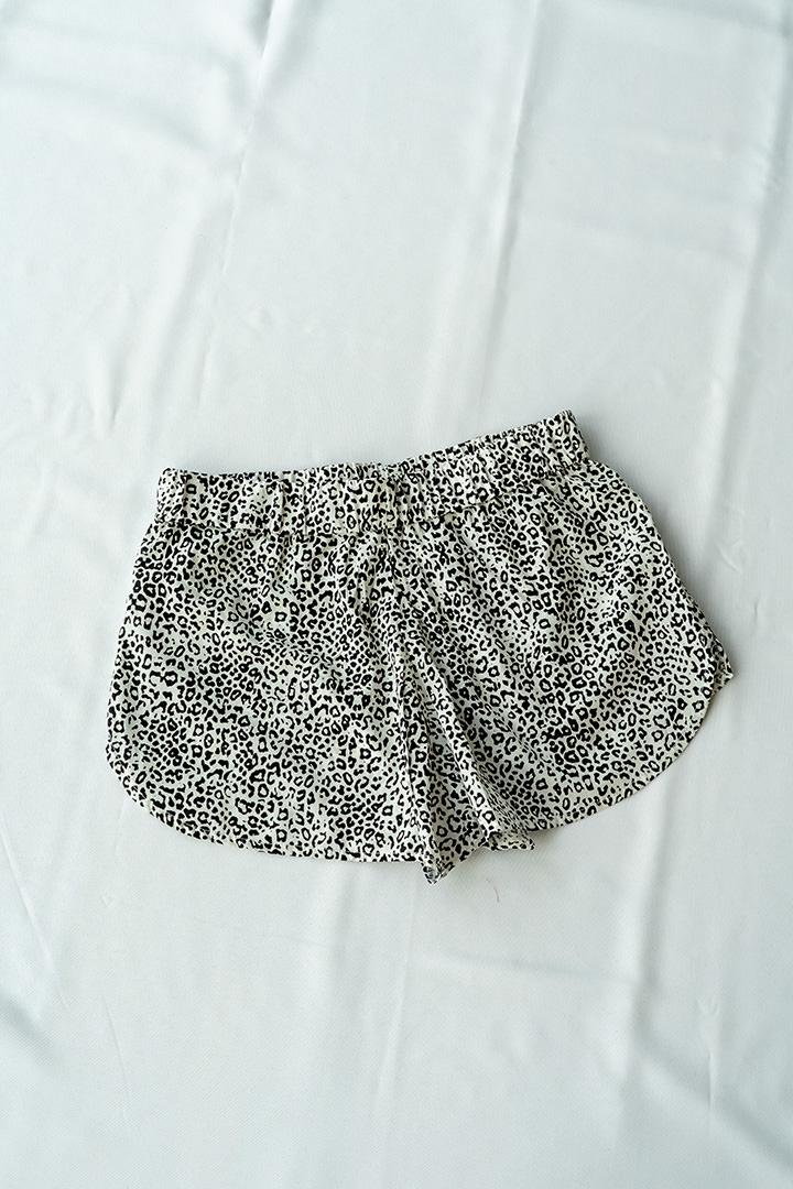 COLECCIÓN SOLSTICIO shorts leopardo blanco