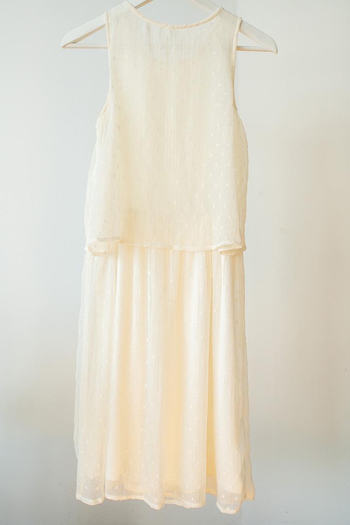 vestido de encaje en color crema