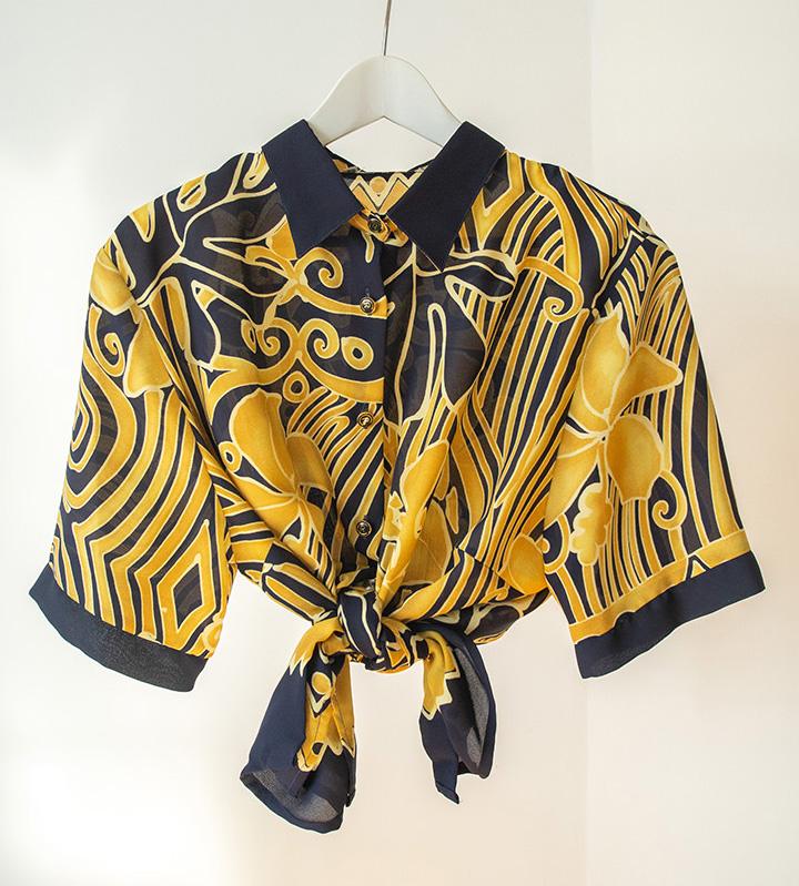 Camisa vintage amarilla y azul marino